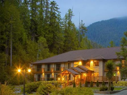 resort-at-evening